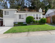 Foothill Dr, Daly City, CA 94015